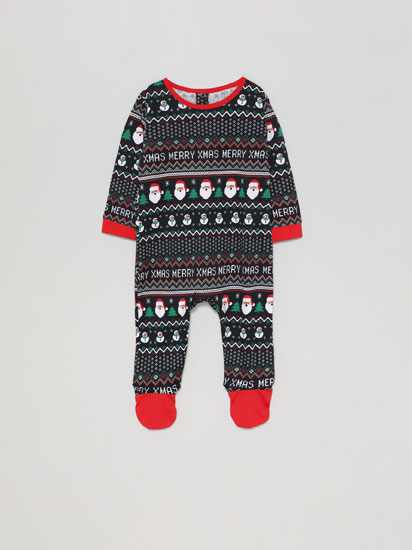 Family pyjamas with a Christmas print