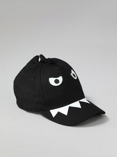 Cap with shark print