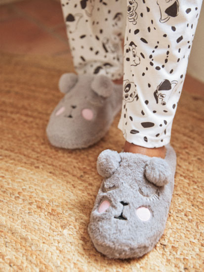 Cosy house slippers with comfy sole