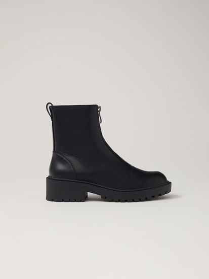 Boots with front zip