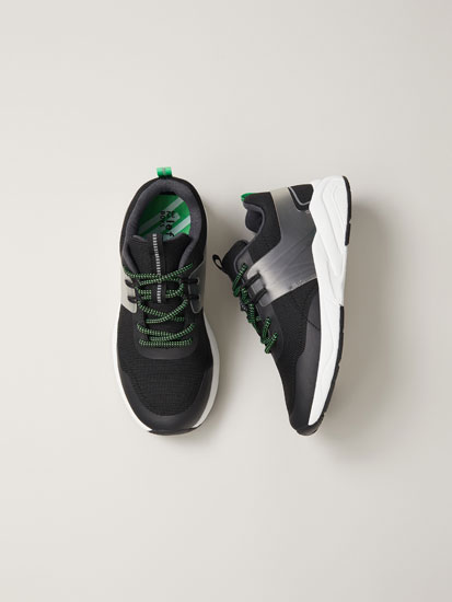 Sneakers with rubberised piece detail