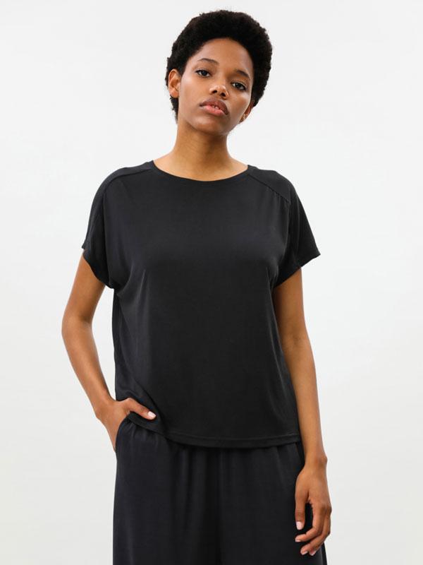 Camiseta fluída deportiva oversize