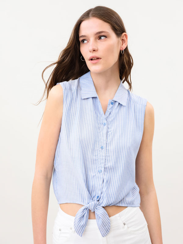 Lightweight shirt with front knot
