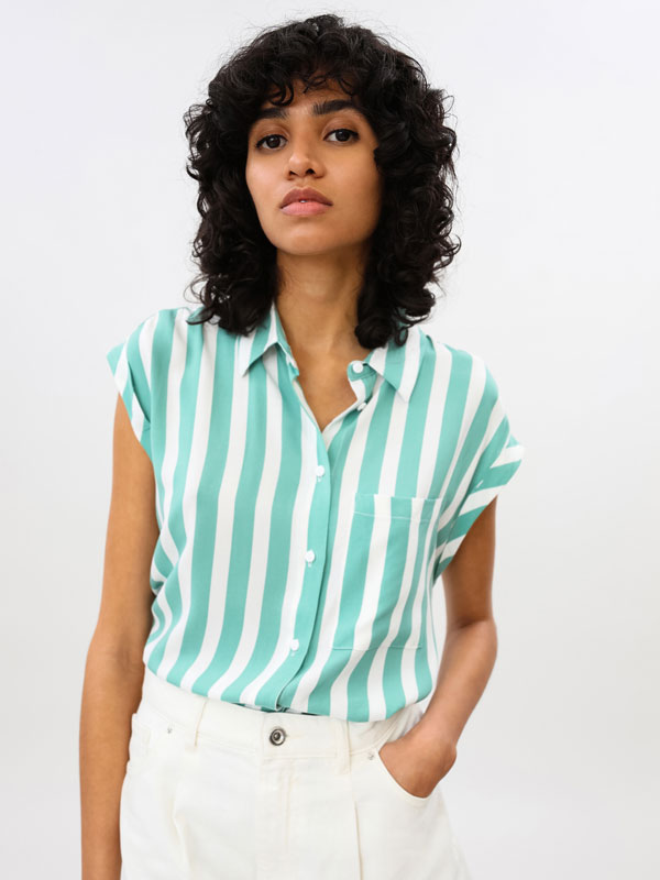 Sleeveless shirt