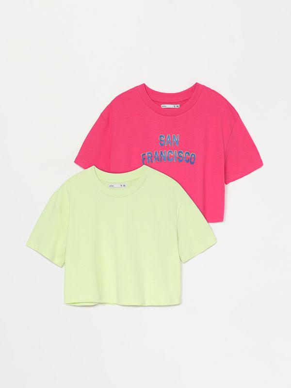 Pack de 2 camisetas cropped lisa e estampada.