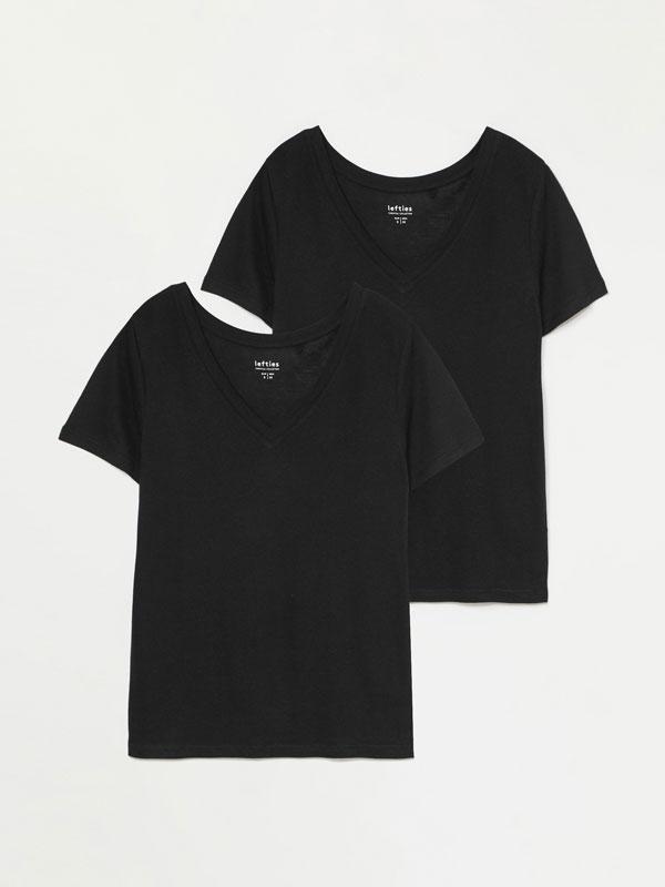 2-Pack of basic V-neck T-shirts
