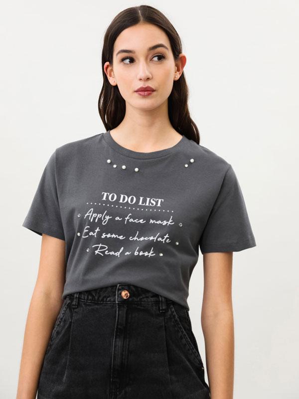 Camiseta estampada con apliques