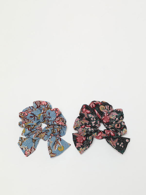 2-Pack of bow scrunchies