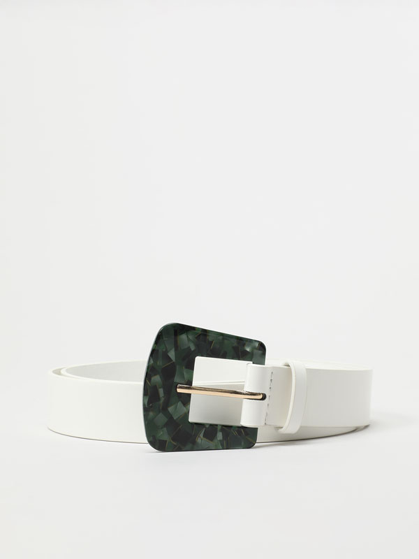 Belt with coloured buckle