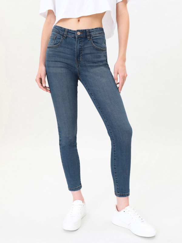 Basic mid-rise jeans