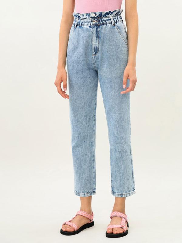 Jeans de tiro alto con goma