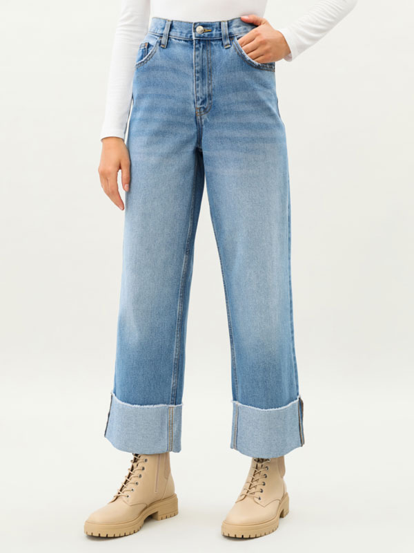Baggy jeans with turn-up hems