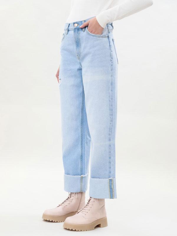 Jeans baggy con vuelta en el bajo