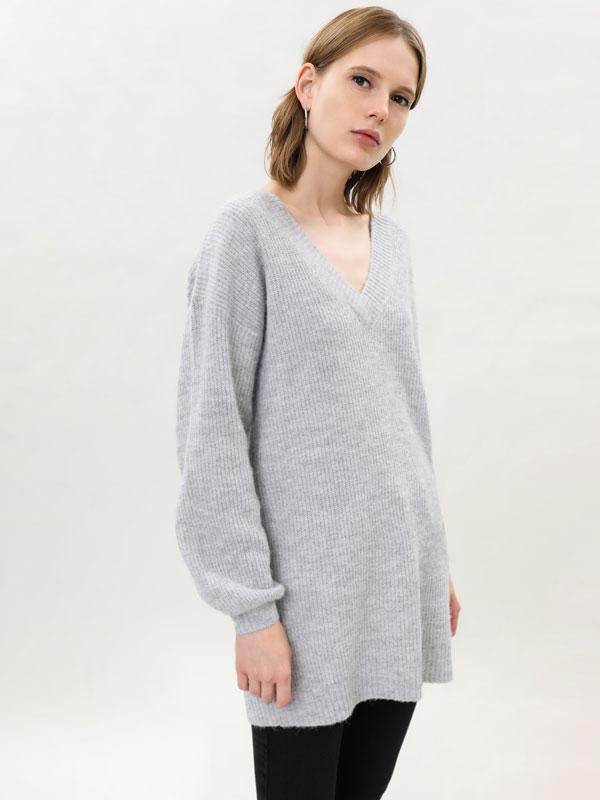 Sweater oversize de gola em bico