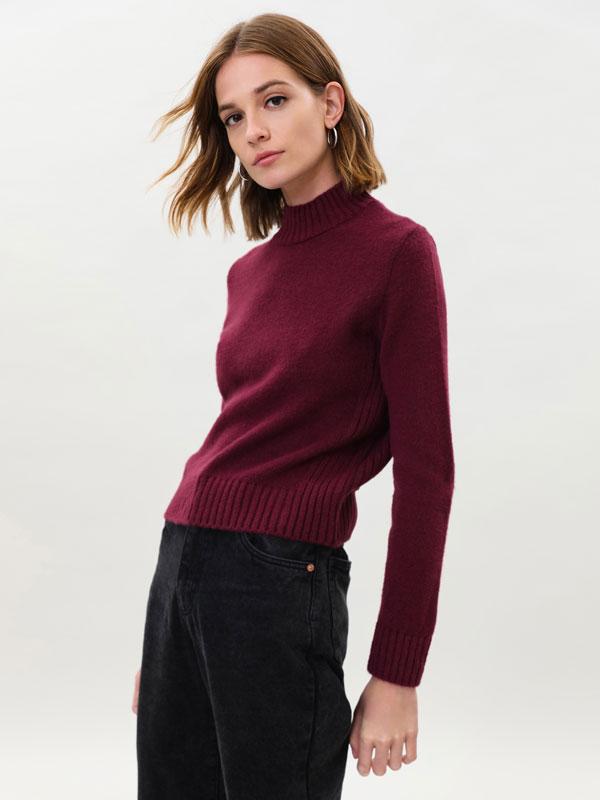 Sweater espumosa de gola alta