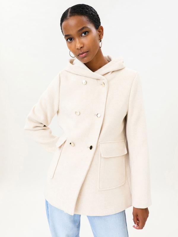 Abrigo básico con capucha