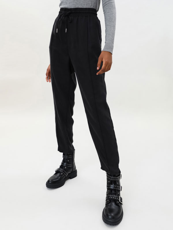 Loose-fitting lyocell joggers
