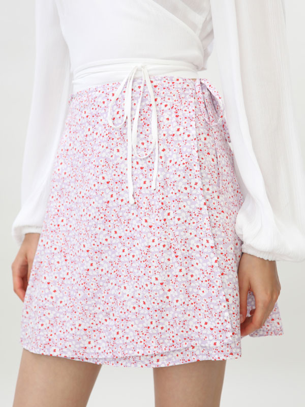 Short printed wrap skirt