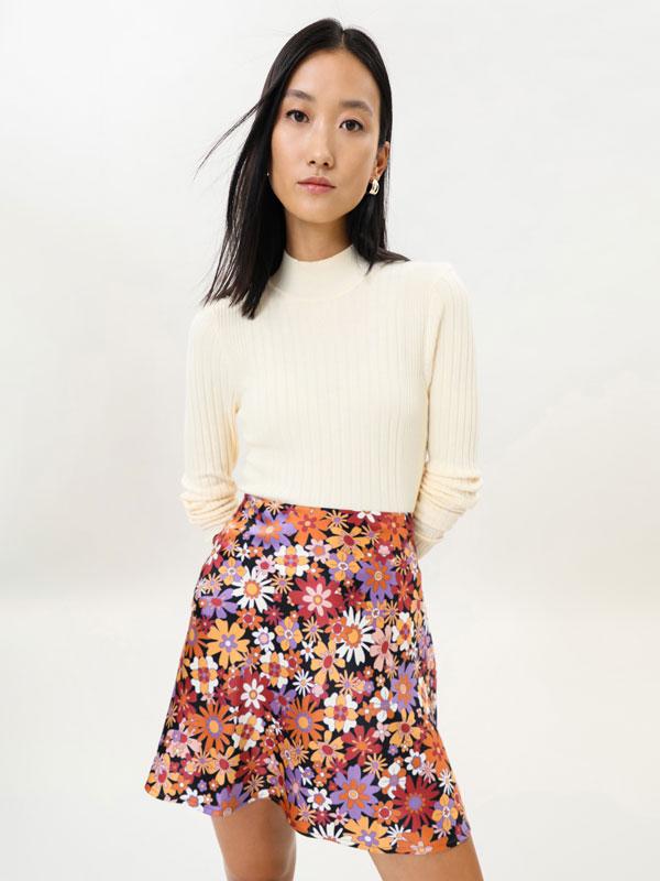 Short satin skirt
