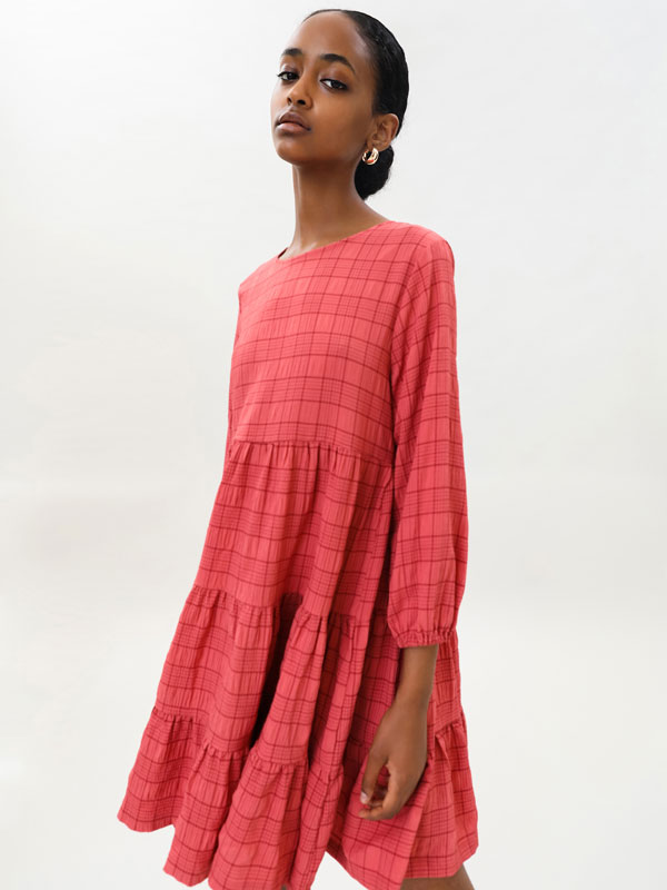 Short voluminous dress