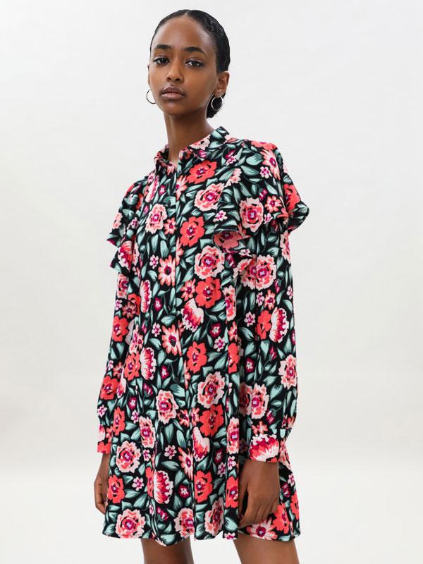Short dress with ruffles