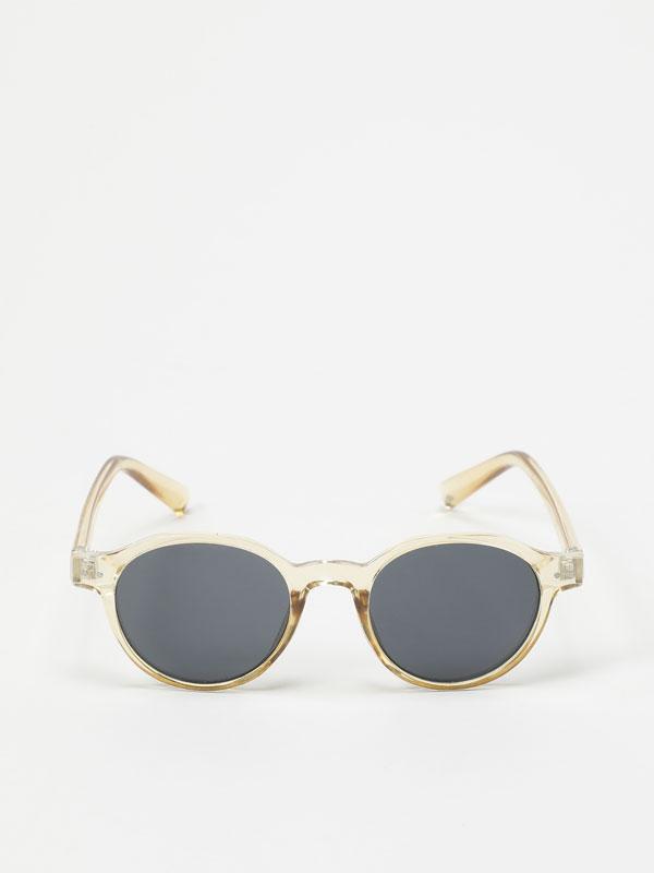 Round transparent glasses