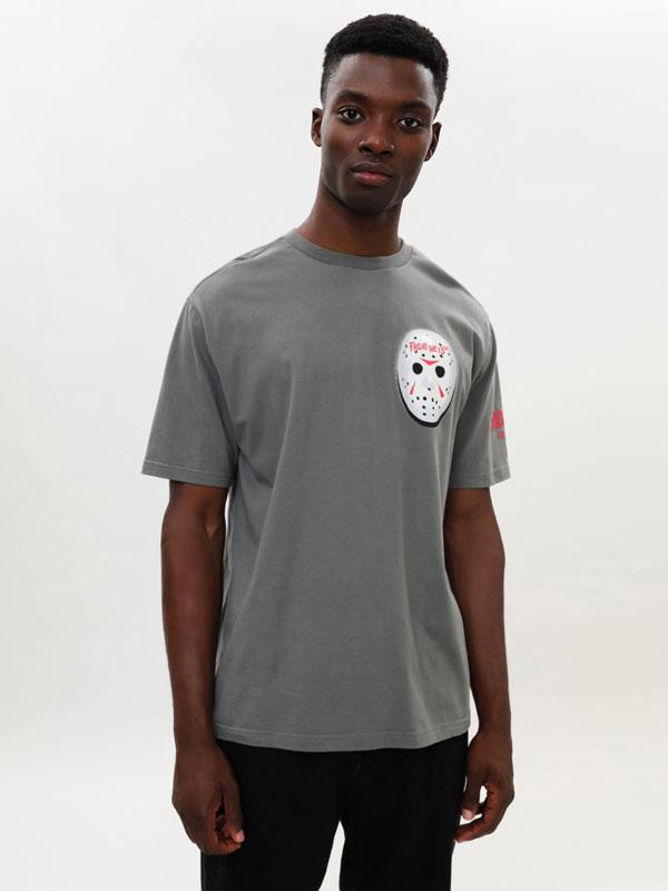 T-shirt de Halloween com o Jason de Sexta-feira 13 © &™ WARNER BROS