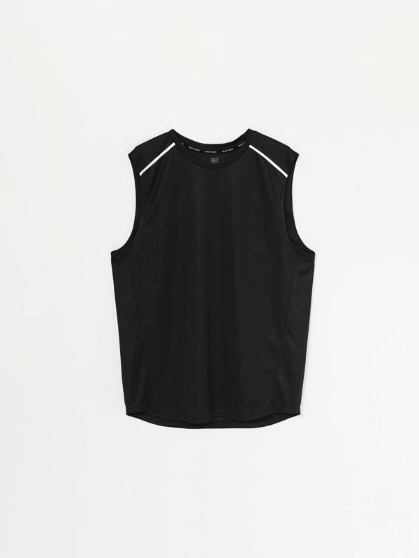 Sleeveless contrast training T-shirt