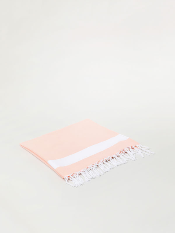 Beach towel with fringing