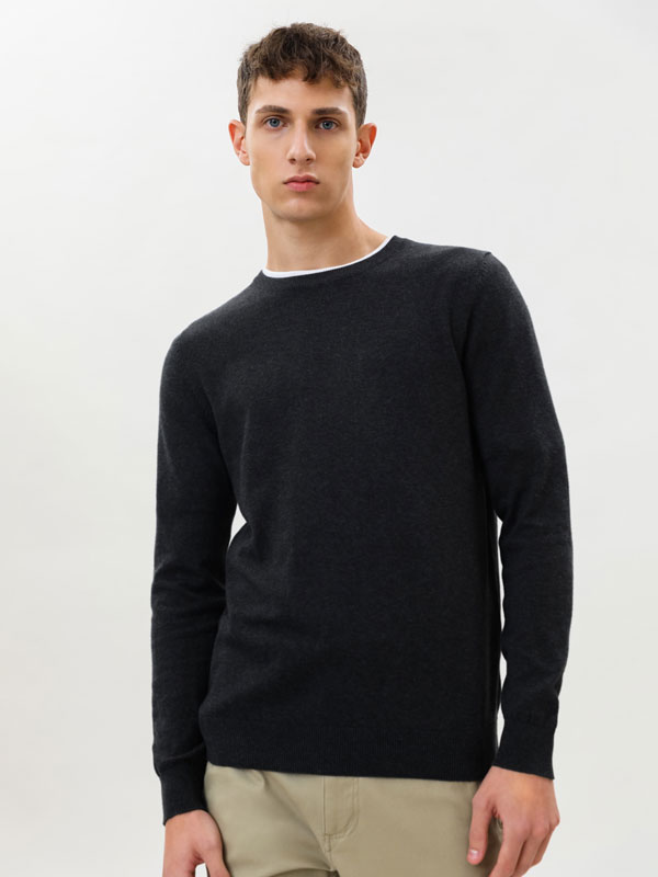 Basic round neck sweater
