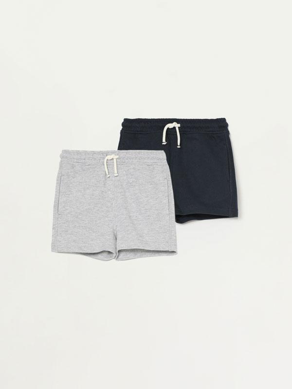2-Pack of basic plain Bermuda shorts