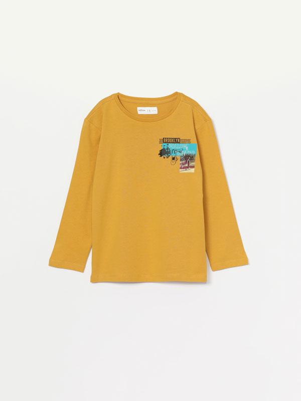 Long-sleeved print T-shirt.