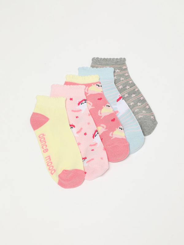 Pack of 5 pairs of socks with a cat print.