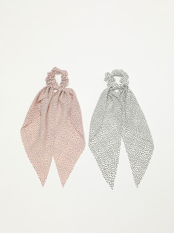 Pack of 2 bow scrunchies with polka dots