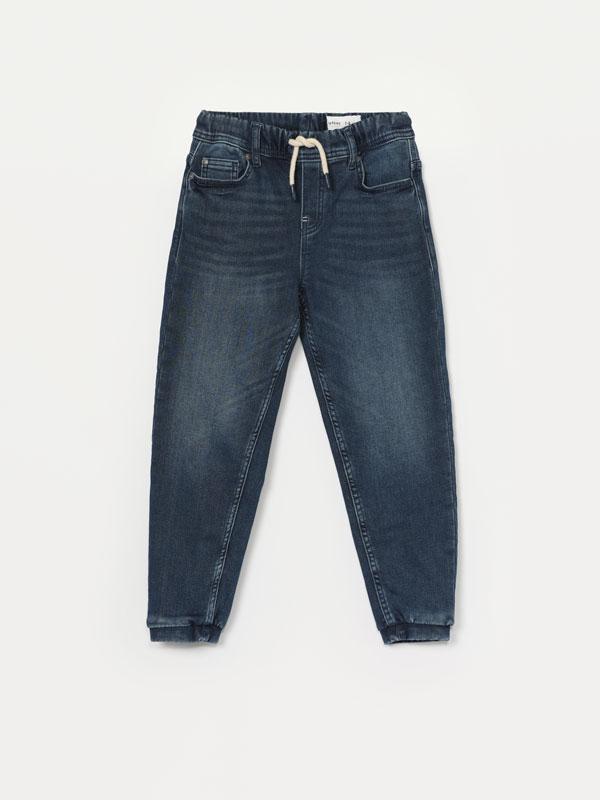 Jeans jogger conforto elástico