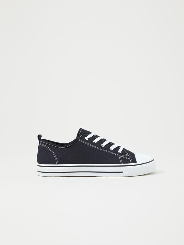 Canvas sneakers with toecap