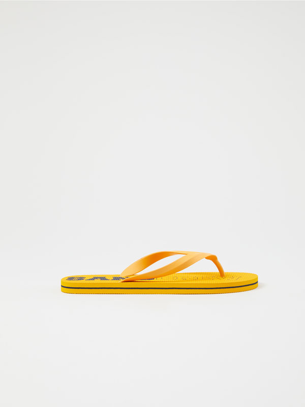 Pool sandals with slogan