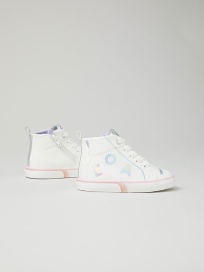 Iridescent letter basketball shoes