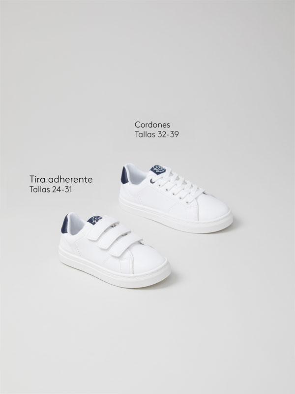 Sneakers with heel tab