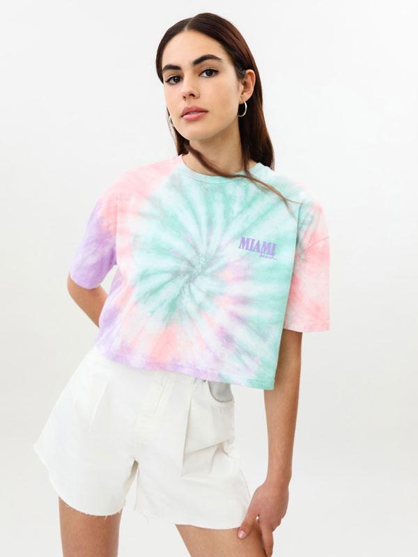 Camiseta con estampado tie dye