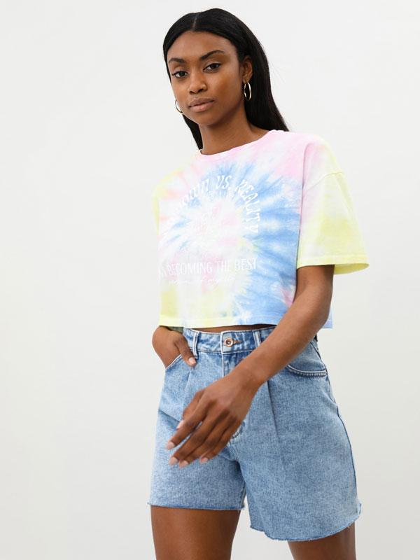 T-shirt com estampado tie-dye