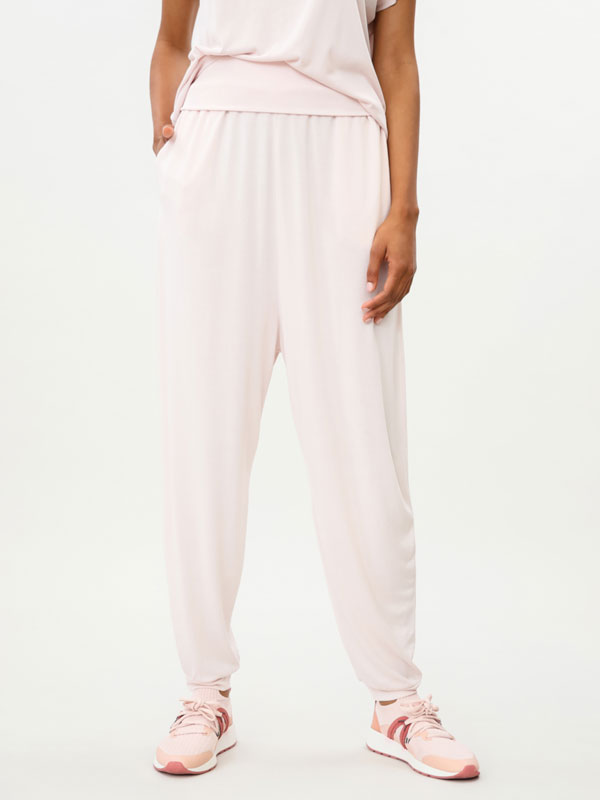 Loose-fitting sports trousers