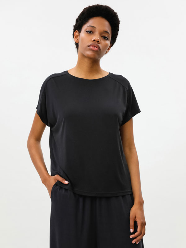 Loose-fitting oversize sports T-shirt