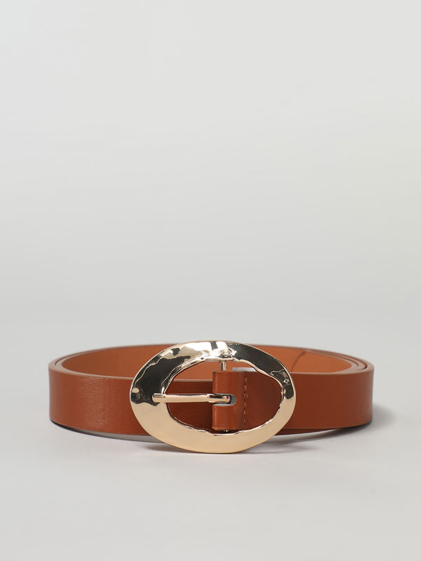 Belt with an oval buckle