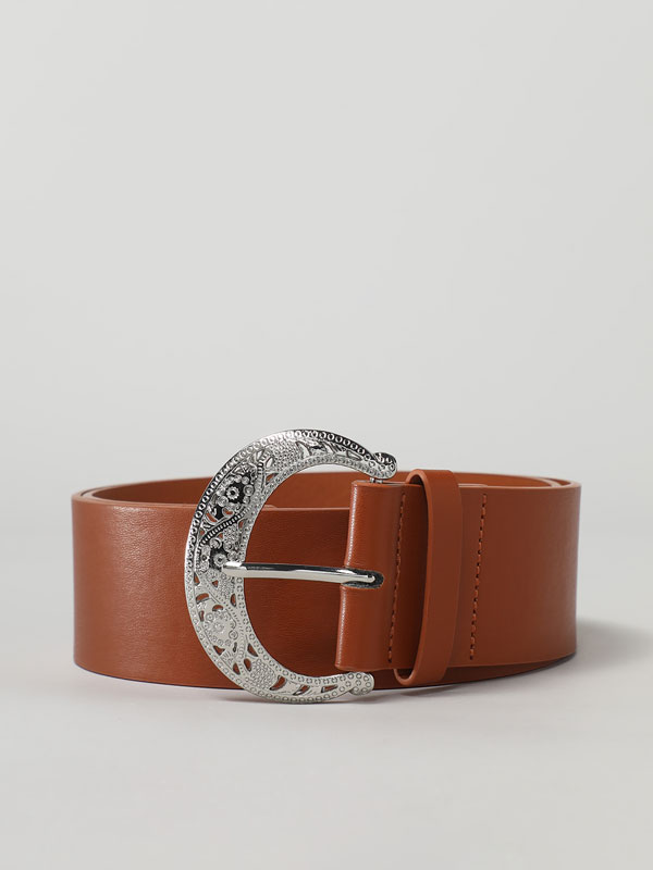 Wide belt with circular buckle