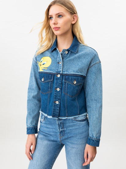 Denim jacket with a Tweety © &™ WARNER BROS print