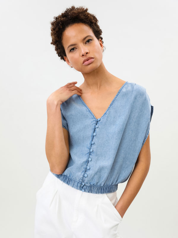 Lightweight denim shirt with gathered shoulders