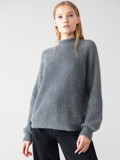 SHINY HIGH NECK SWEATER