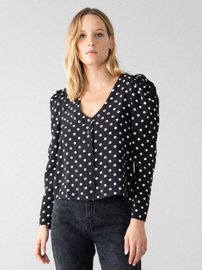 Printed shirt with shoulder pads