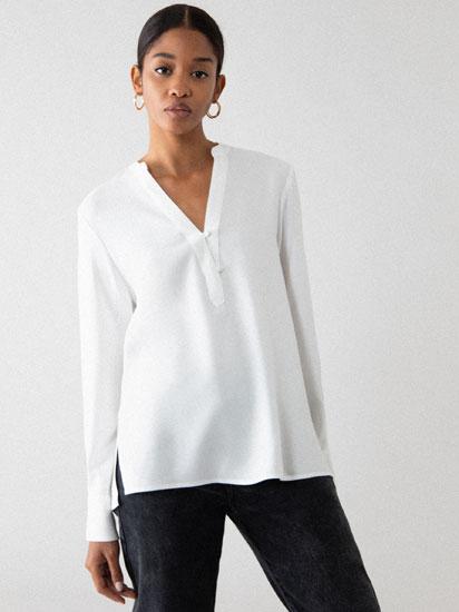 Camisa com decote em bico